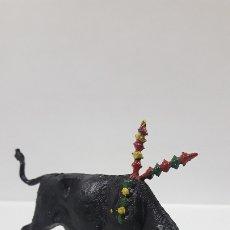 Figuras de Goma y PVC: TORO DE LIDIA . REALIZADO POR TEIXIDO . AÑOS 60. Lote 176679668