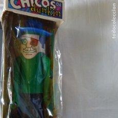 Figuras de Goma y PVC: CHICO DUNKIN AÑOS 60 CON SU CAJA SIN ABRIR, CHICLE Y ARMAS. Lote 177012208