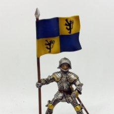 Figuras de Goma y PVC: CABALLERO CON ARMADURA ABANDERADO - SCHLEICH. Lote 177043763
