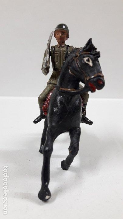 Figuras de Goma y PVC: OFICIAL ESPAÑOL A CABALLO - DESFILE DE LA VICTORIA . REALIZADO POR TEIXIDO . AÑOS 50 EN GOMA - Foto 3 - 177416464