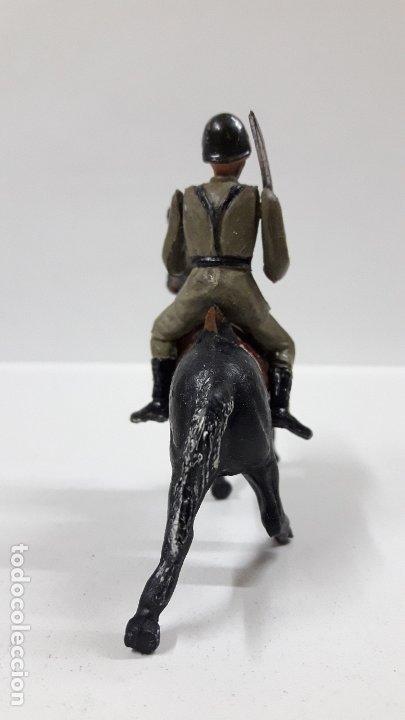 Figuras de Goma y PVC: OFICIAL ESPAÑOL A CABALLO - DESFILE DE LA VICTORIA . REALIZADO POR TEIXIDO . AÑOS 50 EN GOMA - Foto 4 - 177416464