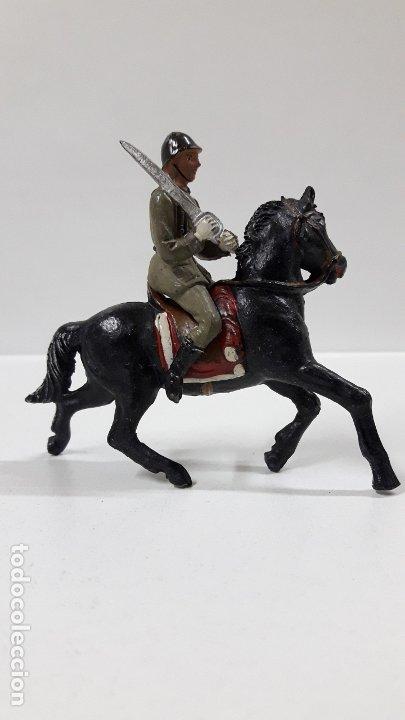 Figuras de Goma y PVC: OFICIAL ESPAÑOL A CABALLO - DESFILE DE LA VICTORIA . REALIZADO POR TEIXIDO . AÑOS 50 EN GOMA - Foto 5 - 177416464