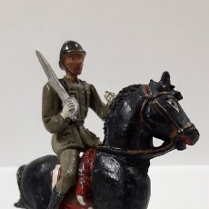 Figuras de Goma y PVC: OFICIAL ESPAÑOL A CABALLO - DESFILE DE LA VICTORIA . REALIZADO POR TEIXIDO . AÑOS 50 EN GOMA. Lote 177416464