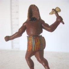 Figuras de Goma y PVC: INDIO DE DOS PIEZAS DE PIE CON HACHA NO SE LE VE NINGUNA MARCA AÑOS 50 VER F. ADICIONALES . Lote 177504329