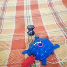 Figuras de Goma y PVC: ANTIGUA TORTUGA ANDADORA. Lote 177641053