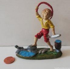 Figuras de Goma y PVC: FIGURA PVC PLÁSTICO NIÑO PESCANDO PESCADOR CAMPESINO GRANDE ANTIGUA RARA. Lote 177658209