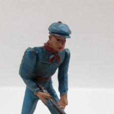 Figuras de Goma y PVC: MONOSABIO - MOZO ARENERO . REALIZADO POR TEIXIDO . AÑOS 60. Lote 177940144