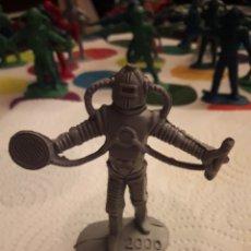Figuras de Goma y PVC: FIGURA COMANSI SERIE OVNI 2000 GRIS. ALTURA 9 CMS. Lote 177970229