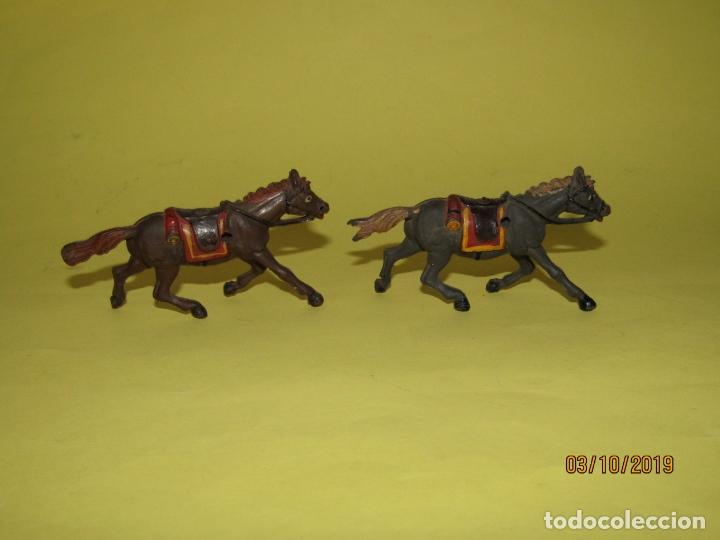 Figuras de Goma y PVC: Antiguos Caballos de Goma Maciza y Pintados de GAMA Para Caravana o Carreta del Oeste - 1950-60s. - Foto 3 - 178177723