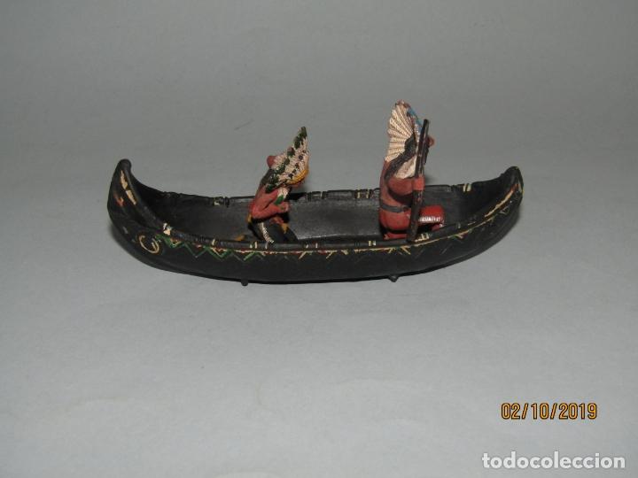 Figuras de Goma y PVC: Antigua Canoa con Indios de Goma de PECH Hnos.- 1950-60s. - Foto 3 - 178182605