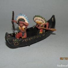 Figuras de Goma y PVC: ANTIGUA CANOA CON INDIOS DE GOMA DE PECH HNOS.- 1950-60S.. Lote 178182605