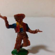 Figuras de Goma y PVC: FIGURA LAFREDO VAQUERO CON PUÑAL Y PISTOLA PLASTICO. Lote 178235976
