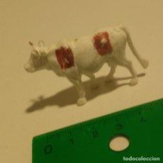 Figuras de Goma y PVC: VACA PLASTICO MUÑECO PVC GOMA GRANJA. Lote 178574813