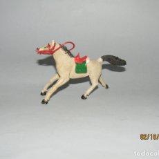 Figuras de Goma y PVC: ANTIGUO CABALLO VAQUERO COW BOY DE GOMA CON MONTURA Y RIENDAS DE SOTORRES. Lote 178621883