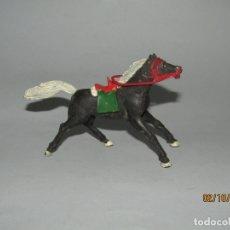 Figuras de Goma y PVC: ANTIGUO CABALLO VAQUERO COW BOY DE GOMA CON MONTURA Y RIENDAS DE SOTORRES. Lote 178621951