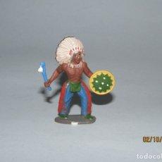 Figuras de Goma y PVC: ANTIGUO INDIO PIEL ROJA EN GOMA PINTADA DE SOTORRES. Lote 178624650