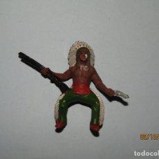 Figuras de Goma y PVC: ANTIGUO INDIO PIEL ROJA EN GOMA PINTADA DE SOTORRES. Lote 178624843