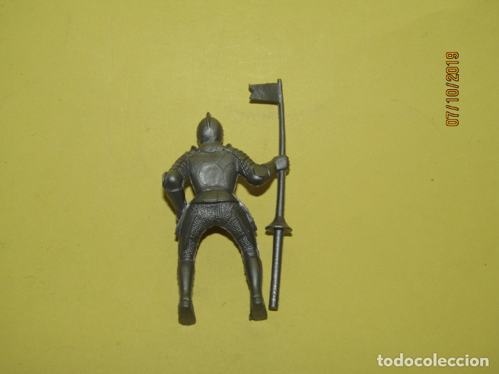 Figuras de Goma y PVC: Antigua Figura de Guerrero Medieval con Armadura a Caballo - Foto 2 - 178765508