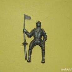Figuras de Goma y PVC: ANTIGUA FIGURA DE GUERRERO MEDIEVAL CON ARMADURA A CABALLO . Lote 178765508
