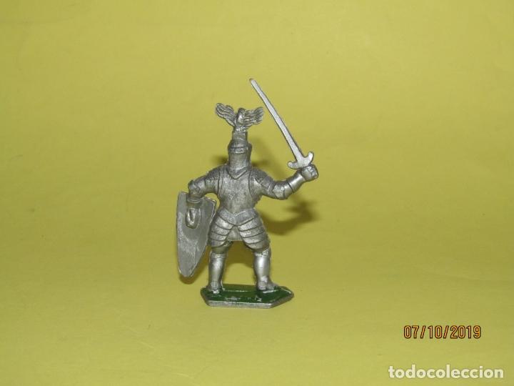 Figuras de Goma y PVC: Antiguo Guerrero Medieval con Armadura en Plástico de LONE STAR Harvey Series Inglaterra - 1960s. - Foto 2 - 178765933