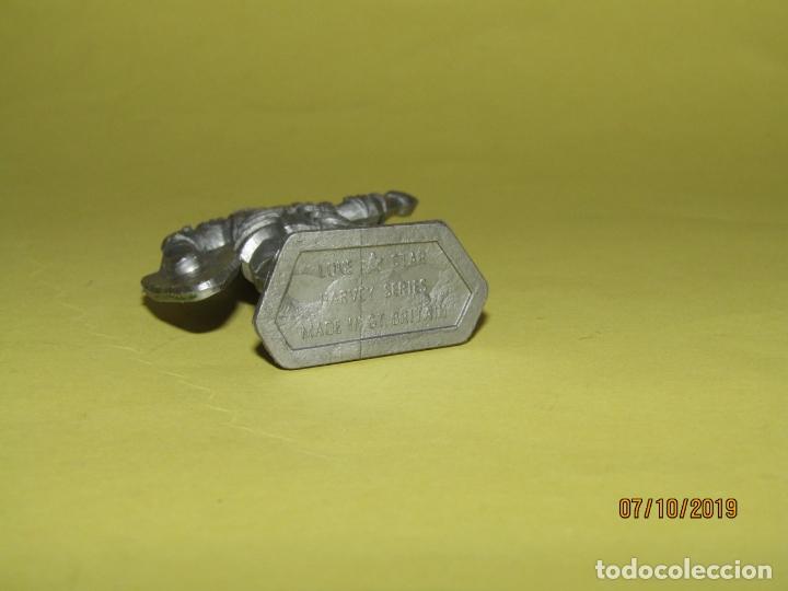 Figuras de Goma y PVC: Antiguo Guerrero Medieval con Armadura en Plástico de LONE STAR Harvey Series Inglaterra - 1960s. - Foto 3 - 178765933
