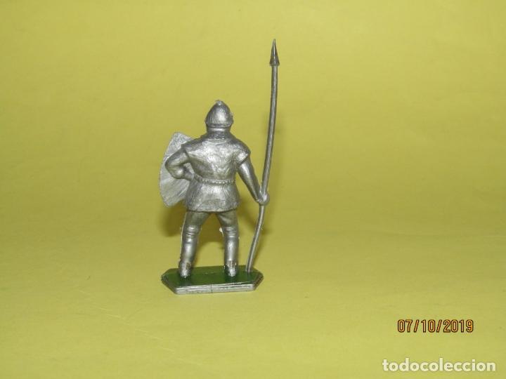 Figuras de Goma y PVC: Antiguo Guerrero Medieval con Armadura en Plástico de LONE STAR Harvey Series Inglaterra - 1960s. - Foto 2 - 178766143