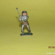 Figuras de Goma y PVC: ANTIGUO GUERRERO MEDIEVAL CON ARMADURA EN PLÁSTICO DE LONE STAR HARVEY SERIES INGLATERRA - 1960S.. Lote 178766268