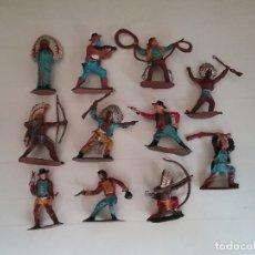 Figuras de Borracha e PVC: BRITAINS OESTE: LOTE DE INDIOS Y COWBOYS/VAQUEROS DE 4 A 5 CM. ORIGINALES AÑOS 60-70. PTOY. Lote 111917543