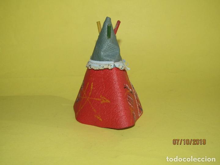 Figuras de Goma y PVC: Antigua Tienda India TIPI en Diversas Lonas Símil Piel y Madera Coloreada de PECH Hnos.- Año 1950s. - Foto 3 - 178790211