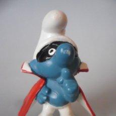 Figuras de Goma y PVC: LOS PITUFOS SMURFS PITUFO CON CAPA Y ANTIFAZ PVC PEYO GERMANY . Lote 178790620