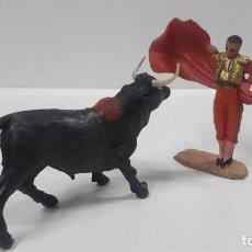 Figuras de Goma y PVC: ESCENA DE TOREO . TORERO Y TORO . REALIZADOS POR PECH . AÑOS 60. Lote 178896827