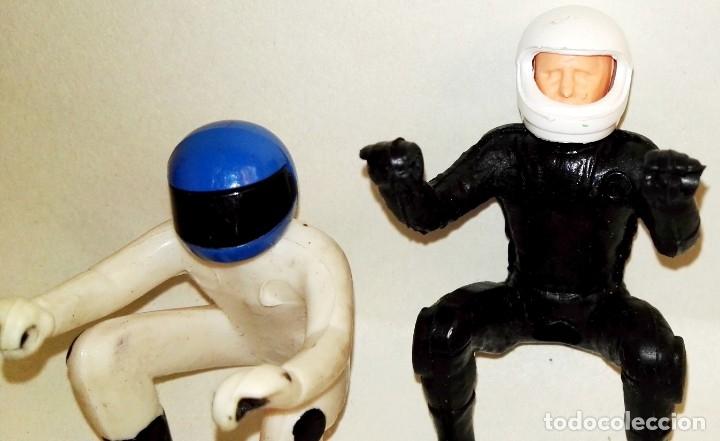Figuras de Goma y PVC: Dos pilotos, conductores de moto de goma, PVC - Foto 2 - 178961921