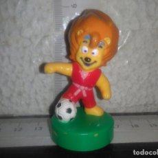 Figuras de Goma y PVC: MUÑECO FIGURA LEON FUTBOL MASCOTA PDP. Lote 178992066
