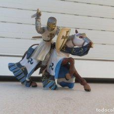 Figuras de Goma y PVC: FIGURA CABALLERO MEDIEVAL CON CABALLO, EL CABALLERO ES DE SCHLEICH Y EL CABALLO DE PAPO. . Lote 179005698