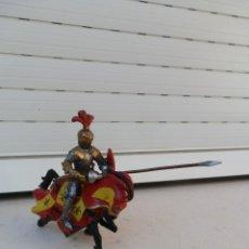 Figuras de Goma y PVC: FIGURA CABALLERO MEDIEVAL CON CABALLO. CABALLERO DE SCHLEICH Y CABALLO DE PAPO. . Lote 179006305