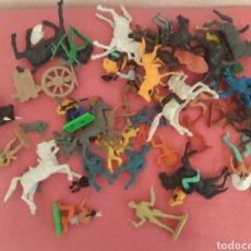 Figuras de Goma y PVC: FIGURAS VAQUEROS E INDIOS ANTIGUAS LOTE. Lote 179197388