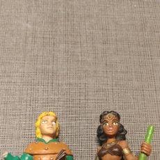 Figuras de Goma y PVC: ARQUERO Y ACROBATA DRAGONES Y MAZMORRAS PVC AÑOS 80. Lote 179331891