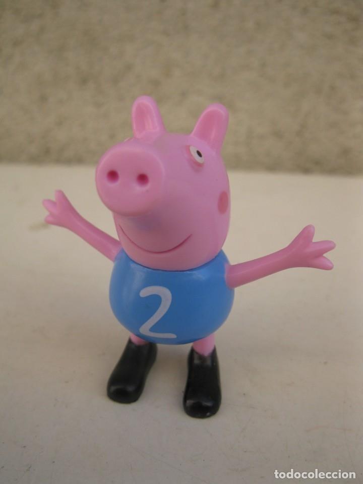 GEORGE PIG - PERSONAJE DE PEPPA PIG - FIGURA DE PVC - ASTLEY BAKER DAVIES. (Juguetes - Figuras de Goma y Pvc - Otras)