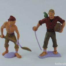 Figuras de Goma y PVC: DOS FIGURAS DE PIRATAS, UN PIRATA CON CORFRE DEL TESORO Y OTRO CON PALA. ESCALA 1/32.. Lote 179943770