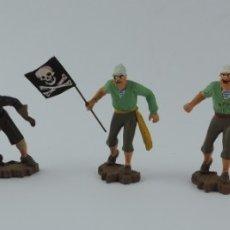 Figuras de Goma y PVC: 5 FIGURAS DE PIRATAS, REALIZADOS EN PLASTICO, PIRATA CON BANDERA, ESPADAS, MIDEN 6,5 CMS APROX.. Lote 179945075