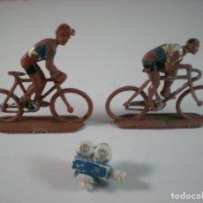 Figuras de Goma y PVC: LOTE CICLISTA X2 + CAMARA VUELTA ESPAÑA AÑOS 60 - SOTORRES. Lote 180119412