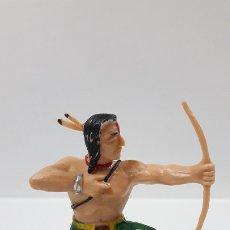 Figuras de Goma y PVC: GUERRERO INDIO CON ARCO . BATALLA DE LITTLE BIG HORN . FIGURA REAMSA . AÑOS 60. Lote 180440273
