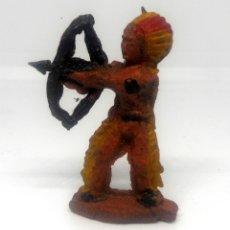 Figuras de Goma y PVC: LAFREDO O JECSAN GUERRERO INDIO DE 4CMS Nº4 FABRICADO EN GOMA EN LOS AÑOS 50 FAR WEST OESTE. Lote 180898488