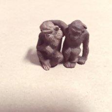 Figuras de Goma y PVC: MONOS ABRAZADOS DE GOMA HERMANOS PECH AÑOS 50. Lote 181075631