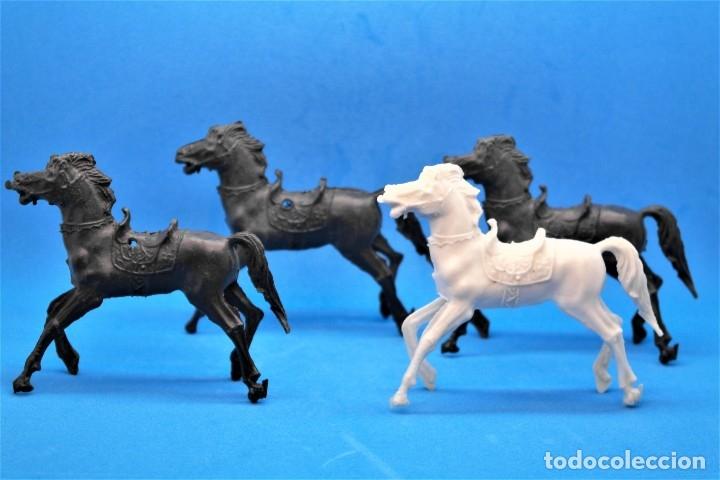 Figuras de Goma y PVC: Antiguas Figuras en Plástico. Lote de Caballos Reigon. HEROES DEL OESTE - AÑOS 70 - Foto 2 - 228506520