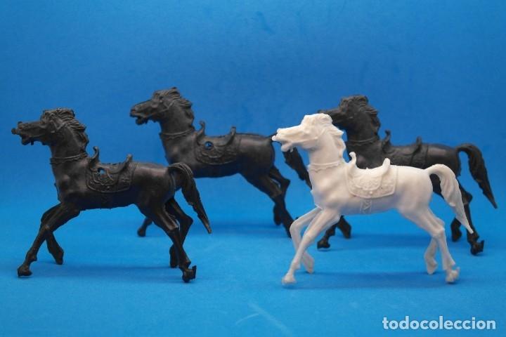 Figuras de Goma y PVC: Antiguas Figuras en Plástico. Lote de Caballos Reigon. HEROES DEL OESTE - AÑOS 70 - Foto 3 - 228506520
