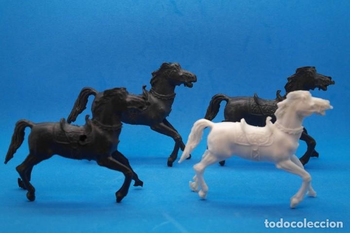 Figuras de Goma y PVC: Antiguas Figuras en Plástico. Lote de Caballos Reigon. HEROES DEL OESTE - AÑOS 70 - Foto 4 - 228506520