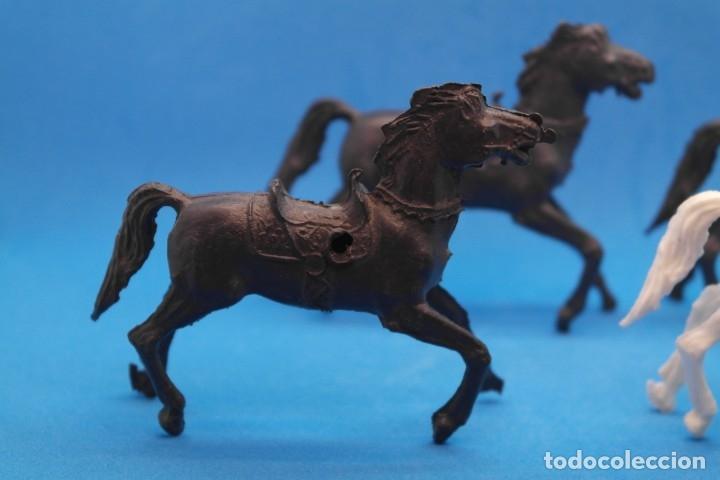 Figuras de Goma y PVC: Antiguas Figuras en Plástico. Lote de Caballos Reigon. HEROES DEL OESTE - AÑOS 70 - Foto 5 - 228506520