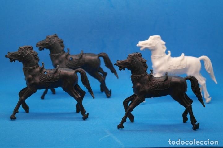 Figuras de Goma y PVC: Antiguas Figuras en Plástico. Lote de Caballos Reigon. HEROES DEL OESTE - AÑOS 70 - Foto 9 - 228506520