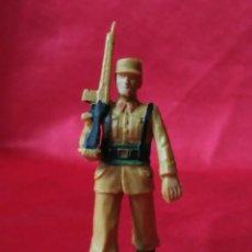 Figuras de Goma y PVC: REAMSA SOLDADO DESFILANDO. Lote 181235125